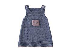 Du bleu Denim saupoudré d'une touche de parme : les jeunes coquettes vont adorer leur robe aux couleurs de l'été. Présentée dans le numéro de mars 2010 d'Enfant Magazine, elle est tricotée dans un point fantaisie bordé de point mousse.
