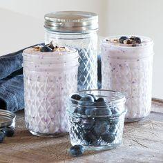 Elegant jars for delicious treats. Price from DKK 1148 / SEK 1573 / NOK 1660 / EUR 159 / ISK 308 / GBP 1.28  #jars #kitchen #storage #homestyling #inspiration #sostrenegrene #søstrenegrene #grenehome