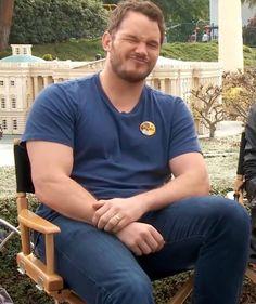 Star Lord, Chris Pratt Transformation, Actor Chris Pratt, Men In Uniform, Hot Actors, Male Poses, Famous Men, Good Looking Men, Bearded Men