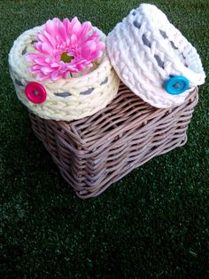 White and Yellow baskets Madila with little buttons crocheted with Tshirt Yarn #Handmade #Crochet #Home #Trapillo https://www.etsy.com/uk/shop/MadilaHandmade