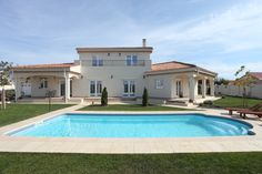 Gama de Piscine Golf: Visul Formelor Clasice Golf Pools:The Dream of Classical Forms Swimming Pools, Stairs, Golf, Glamour, Mansions, House Styles, Home Decor, Swiming Pool, Pools