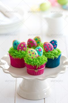 Easter cupcakes by RuthBlack. Cupcakes decorated with mini Easter cookies Ostern Cupcakes von RuthBlack. Spring Cupcakes, Easter Cupcakes, Easter Cookies, Easter Treats, Bunny Cupcakes, Mocha Cupcakes, Strawberry Cupcakes, Flower Cupcakes, Velvet Cupcakes