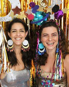 Joia/ Divulgação Clever Halloween Costumes, Halloween Kostüm, Cool Costumes, Headdress, Headpiece, Diy Carnaval, Science Costumes, Fantasias Halloween, Mardi Gras Costumes