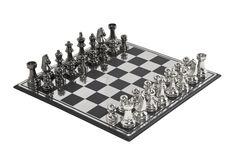 KARE Design Überdimensioniertes Schachspiel Modern Big. MDF-Platte mit Edelstahlüberzug in Silber und mit Quadraten in mattem Schwarz. Vernickelte Aluminiumläufer in hellem glänzendem Silber. #KARE #KAREDesign