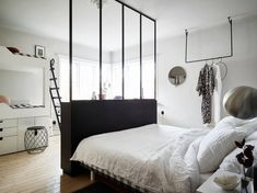 my scandinavian home: Small space inspiration - from the home of a Swedish stylist Small Space Living, Small Spaces, Parents Room, Scandinavian Apartment, Interior Minimalista, Tiny Apartments, Shared Bedrooms, Dream Decor, Home Bedroom