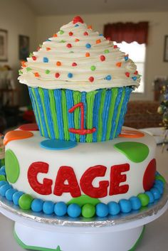 Ahh! Hello first birthday cake. :) cute cupcake! More for a girl though..can't wait to create this one!