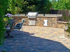 Stone patio designs, Flagstone patio and Paving stone patio. Deck Design Ideas: backyard decks, patio deck ideas, outdoor deck ideas #Deck #Backyard #Patio