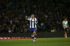 Tribuna Expresso | Fotogaleria da ascensão do FC Porto ao lugar d'ouro do campeonato