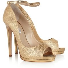Oscar de la Renta Metallic raffia-effect sandals ($385) ❤ liked on Polyvore featuring shoes, sandals, heels, sapatos, pumps, gold, braided sandals, strappy platform sandals, strappy heel sandals and metallic strappy sandals