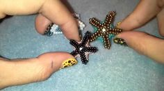 Video - how to make star fish. Mostly peyote. Not English but easy to follow. #Seed #Bead #Tutorials