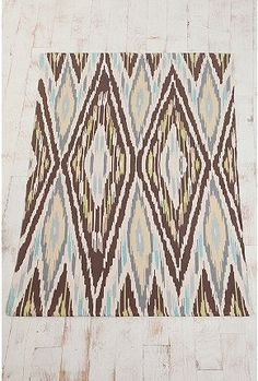 I can't really tell what material this rug is made from, but I feel like I would like it.