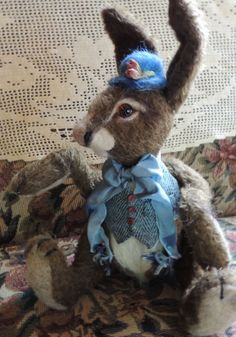 Meet one of the Hopalong Fuzzyfoots. Made of mohair and needle felted wool,completely jointed. By Jeri Landers