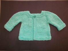 marianna's lazy daisy days: Perfect Boy or Girl Top Down Baby Jacket - Chunky Yarn Easy Baby Knitting Patterns, Baby Knitting Free, Baby Cardigan Knitting Pattern Free, Baby Sweater Patterns, Crochet Baby Cardigan, Knit Baby Sweaters, Baby Patterns, Baby Knits, Knitted Baby