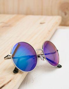 Óculos redondos espelhos. Descubra esta e muitas outras roupas na Bershka com novos artigos cada semana