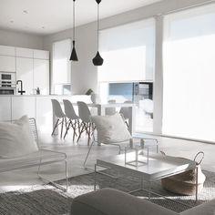 Ihanan avara pohjaratkaisu, joka yhdistää olohuoneen, keittiön ja ruokailutilan yhdeksi viihtyisäksi tilaksi. Room Inspiration, Interior Inspiration, Apartment Layout, Minimalist Interior, House Rooms, Sweet Home, Room Decor, House Design, Living Room
