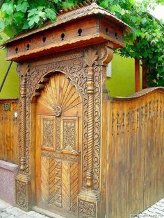 székelykapu - Google keresés Beautiful Architecture, Architecture Details, Portal, Wooden Gates, Moldings And Trim, Traditional House, Wood Carving, Hungary, Building Design