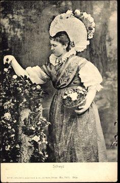 Ansichtskarte / Postkarte Schwyz in der Schweiz, Frau in Tracht, Blumenkorb, Rosen