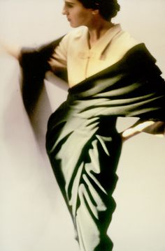 /love the contrast of sharp angles and soft drape Vintage 90s Fashion, Vintage Fashion, Womens Fashion, Green Fashion, Vintage Clothing, Textiles, Punk, Couture, Vogue