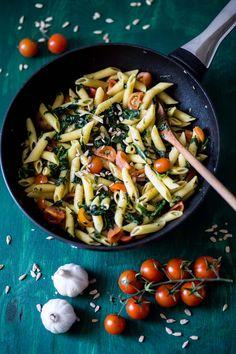 Nudeln, Penne, Spinat und Tomaten, einfach und lecker
