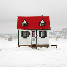 Photographer Richard Johnson has traveled across Canada on a singular mission to document hundreds of diverse ice-fishing huts across this great country. Ice Fishing Huts, Fishing Shack, Gone Fishing, Fishing Kit, Fishing Trips, Carp Fishing, Ice Fishing Shanty, Ice Shanty, Tiny House Blog