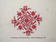 Spanschachteldeckel - Ebenseer Kreuzstich - SAGEN.at FOTOGALERIE Embroidery Stitches, Needlepoint, Christmas Cards, Projects To Try, Cross Stitch, Sewing, Squares, Pattern, Stitching