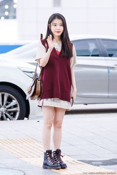 IU 190904 Incheon Airport to Bangkok Fashion Idol, Kpop Fashion, Daily Fashion, Korean Fashion, Airport Fashion, Unif Clothing, Girl Outfits, Casual Outfits, Girl Photo Poses