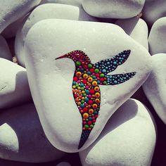 #stoneart #stonepainting #paintrock #paintingstones #paintingdots #stonepaint #color #colors #colorful #dots #beautifulstone #stone #bird