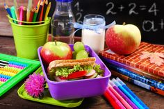 Healthy breakfast for school with sandwich ,fresh fruits and drink in lunch box stock photo Healthy Brain, Healthy Foods To Eat, Easy Dinner Recipes, Healthy Dinner Recipes, Healthy Snacks, Health Breakfast, Best Breakfast, Calcium Rich Foods, 500 Calories