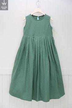 Batik Fashion, Girl Fashion, Womens Fashion, Little Girl Dresses, Girls Dresses, Summer Dresses, Tunic Dress Patterns, Indian Designer Wear, Linen Dresses