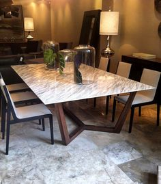 Dining room in marble and wooden base . Marble Dinning Table, Dinning Table Design, Furniture Dining Table, Dining Room Table, Table And Chairs, Dining Chairs, Tables, Table Legs, Luxury Dining Room