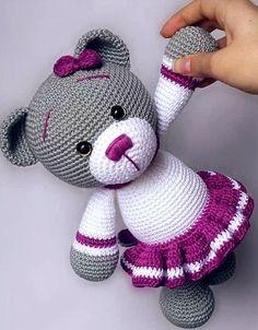 """ART OF MAKING CROCHET !! CROCHÃ """"BONEQUINHOS - LEARN TO DO!, #bonequinhos #croch #crochet #learn #making Art Au Crochet, Beau Crochet, Crochet Mignon, Crochet Teddy, Crochet Bunny, Crochet Animals, Crochet Crafts, Crochet Projects, Free Crochet"""
