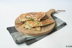 Quesadilla's met spinazie en feta Veggie Recipes, Great Recipes, Healthy Recipes, Healthy Food, I Love Food, Good Food, Yummy Food, Chicken Alfredo Lasagna, Spiced Beef