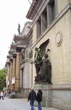 Musées royaux des Beaux-Arts de Belgique, Bruxelles, 1801. I spent lots of time a les beaux art ♥
