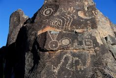 three rivers petroglyphs Ancient Mysteries, Ancient Ruins, Three Rivers, Before Us, Glyphs, Craft Patterns, Rock Art, Archaeology, Mount Rushmore