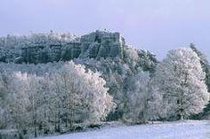 Elbsandsteingebirge / Sächsische Schweiz im Winter. Hier: Papststein