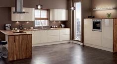 CREME kitchen idea Gloss Kitchen Design Cabinet Doors By Deluxe Home Interiors - High Gloss Kitchen Cabinet Design Ideas 2015 - Al Habib Panel Doors Cream Kitchen Units, Cream Gloss Kitchen, High Gloss Kitchen Cabinets, Kitchen Wall Cabinets, Kitchen Worktop, Kitchen Cabinet Design, Kitchen Storage, Brown Kitchens, Home Kitchens