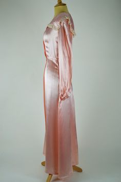 9df2a2a05a Vintage Dressing Gown Peach Pink Silk Satin with Lace Detail Waist)
