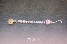 Mit weißen Clip und altrosa Perle und strickperle