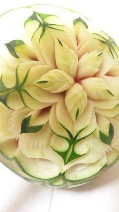 フルーツカービングfood garnish#fruit carving work# watermelonWatermelon Carving / Watermelon Pins Like This At FOSTERGINGER @ Pinterest✋