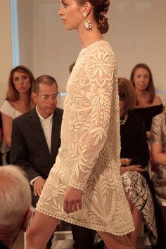 Oscar de la Renta spring 2014, femenino, elegante, romántico, el detalle del encaje y el alto relieve en colors neutros. #nyfw #moda #trend