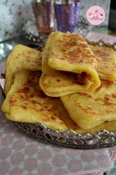 Msemen à la semoule Low Carb Recipes, Snack Recipes, Cooking Recipes, Easy Snacks, Easy Meals, Moroccan Bread, Algerian Recipes, Cinnabon, Banana Bread Recipes