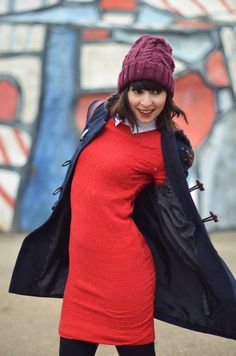 Robe rouge col blanc