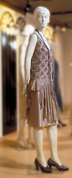 Dress, Worth, ca. 1927. Mauve and silver silk crepe de chine and gauze; plastic sequins; glass (diamanté); metal (gilt). McCord Museum, Montreal