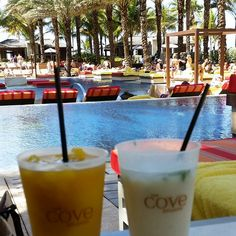 Tropical cocktails by the pool - yes please!