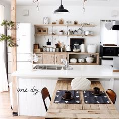 lovelyzakkaさんの、キッチン,足場板,冷蔵庫リメイク,ホーローランプシェード,くつろぎの場所,のお部屋写真