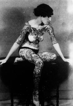 vintage everyday: 39 Astonishing Vintage Portrait Photos of Tattooed Ladies From the Late and Early Centuries Et Tattoo, Tattoo You, Photo Vintage, Vintage Photos, Vintage Portrait, Victorian Portraits, Badass Pictures, History Tattoos, Tattoo People