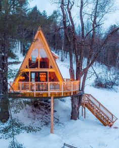 The cool thing about NETJ is that you find out about new awesome things around New England everyday! Like the Tree House Village Inn in… A Frame Cabin, A Frame House, Cabin Homes, Log Homes, Ideas Cabaña, Village Inn, Cabins And Cottages, Cabins In The Woods, Cabana