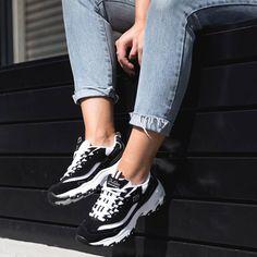 💜Skechers D'Lites💜 👉Las favoritas de Camila Cabello👈 Cómo han arrasado!! 🔝 Hecha un vistazo... ya quedan pocas tallas.😉 www.monchel.com Air Max Sneakers, Sneakers Nike, Skechers D Lites, Vans Old Skool, Nike Air Max, Pink, Cool, Shoes, Funny
