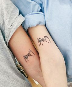 pinky swear, tattoos for moms, inside arm tattoos, grey shirt, blue shirt # matching tattoos ▷ 1001 + ideas for heartwarming mother daughter tattoos