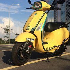 Boss Sprint @haniff_roda2 #vespa #vespagram #vespadesign #vespadesign #vespalovers #modernvespa #modernvespamalaysia #rodasquare #twofivedesign #shahalam #yellow #sprint #green #150 #vespasticker